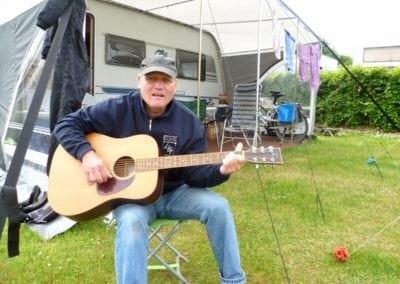 Peter-mit-Gitarre
